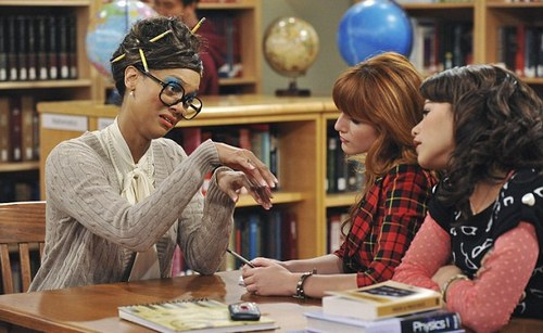 First Look of Tyra Banks as a Geek on 'Shake It Up'
