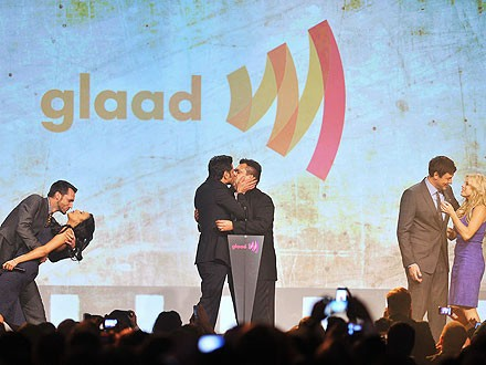 Video: John Stamos Gets Man-on-Man Kiss at GLAAD Awards for Charity