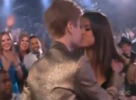 selena gomez justin bieber kiss billboard awards. Video: Justin Bieber Praises