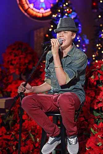 Video: Justin Bieber Sings for Foster Kids at Martina McBride's 'Christmas' Special