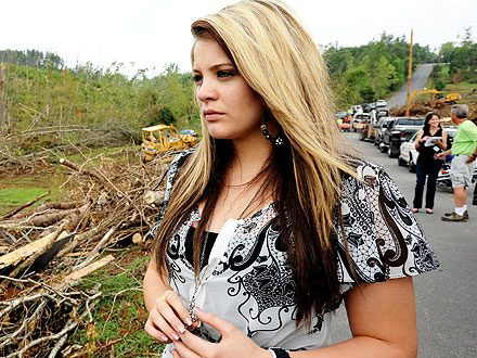 Visiting Hometown, Lauren Alaina Brought to Tears by Tornado Survivor Story