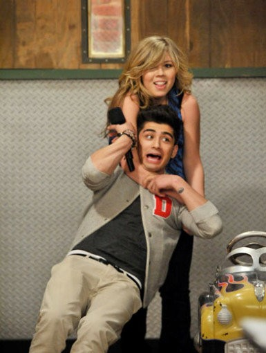 Zayn Malik of One Direction Gets Strangled in New 'iCarly' Photo