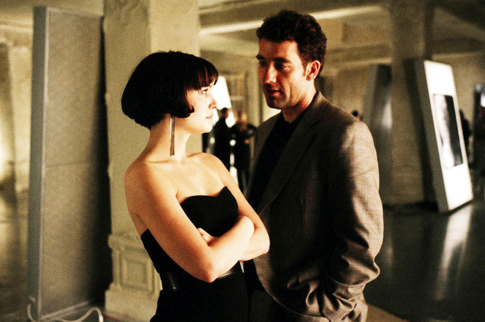 Natalie Portman and Clive Owen in Columbia Pictures' Closer (2004)