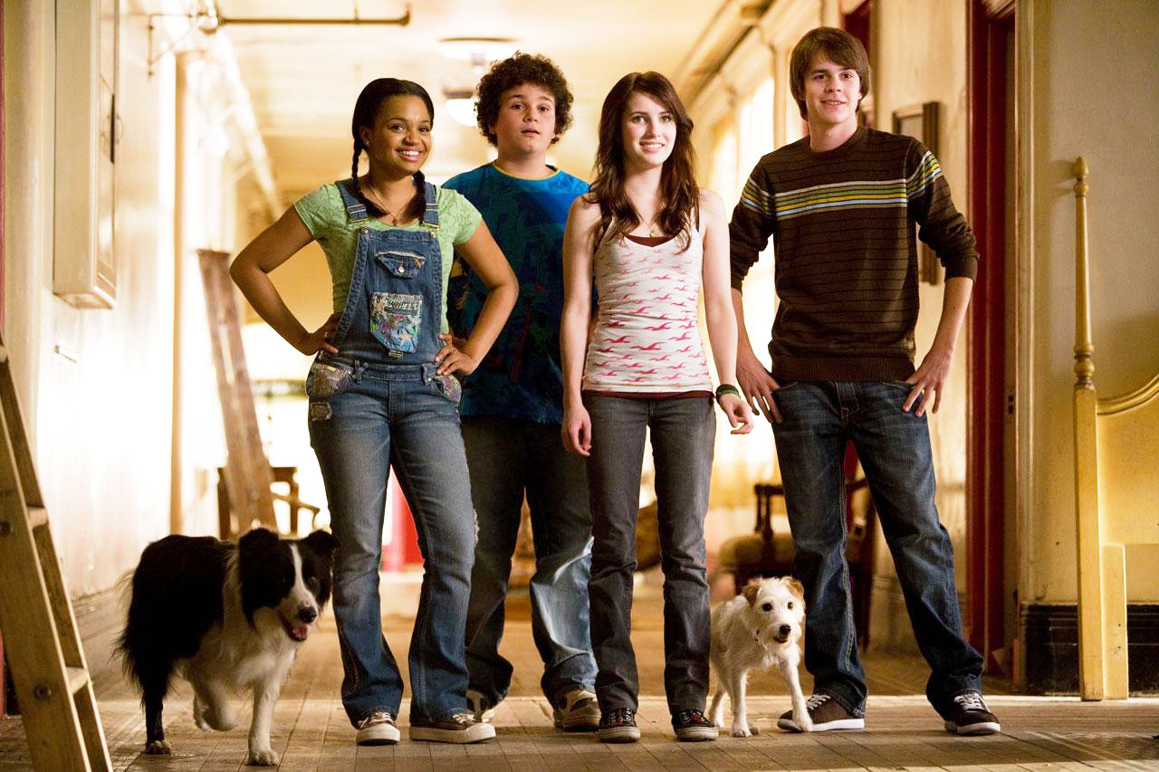 Kyla Pratt, Troy Gentile, Emma Roberts and Johnny Simmons in DreamWorks' Hotel for Dogs (2009)