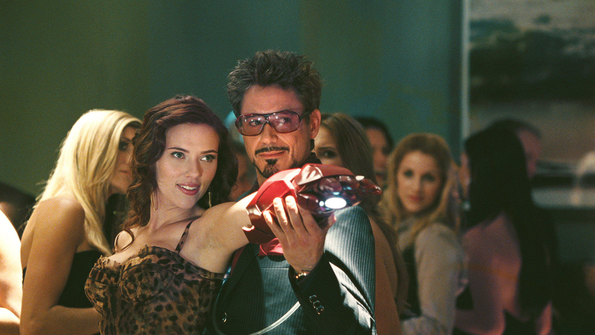 Scarlett Johansson, Robert Downey Jr.