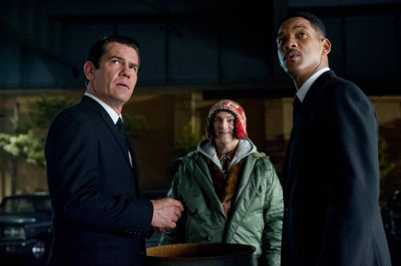 Josh Brolin stars as Young Agent K and Will Smith stars as Agent J in Columbia Pictures' Men in Black 3 (2012)