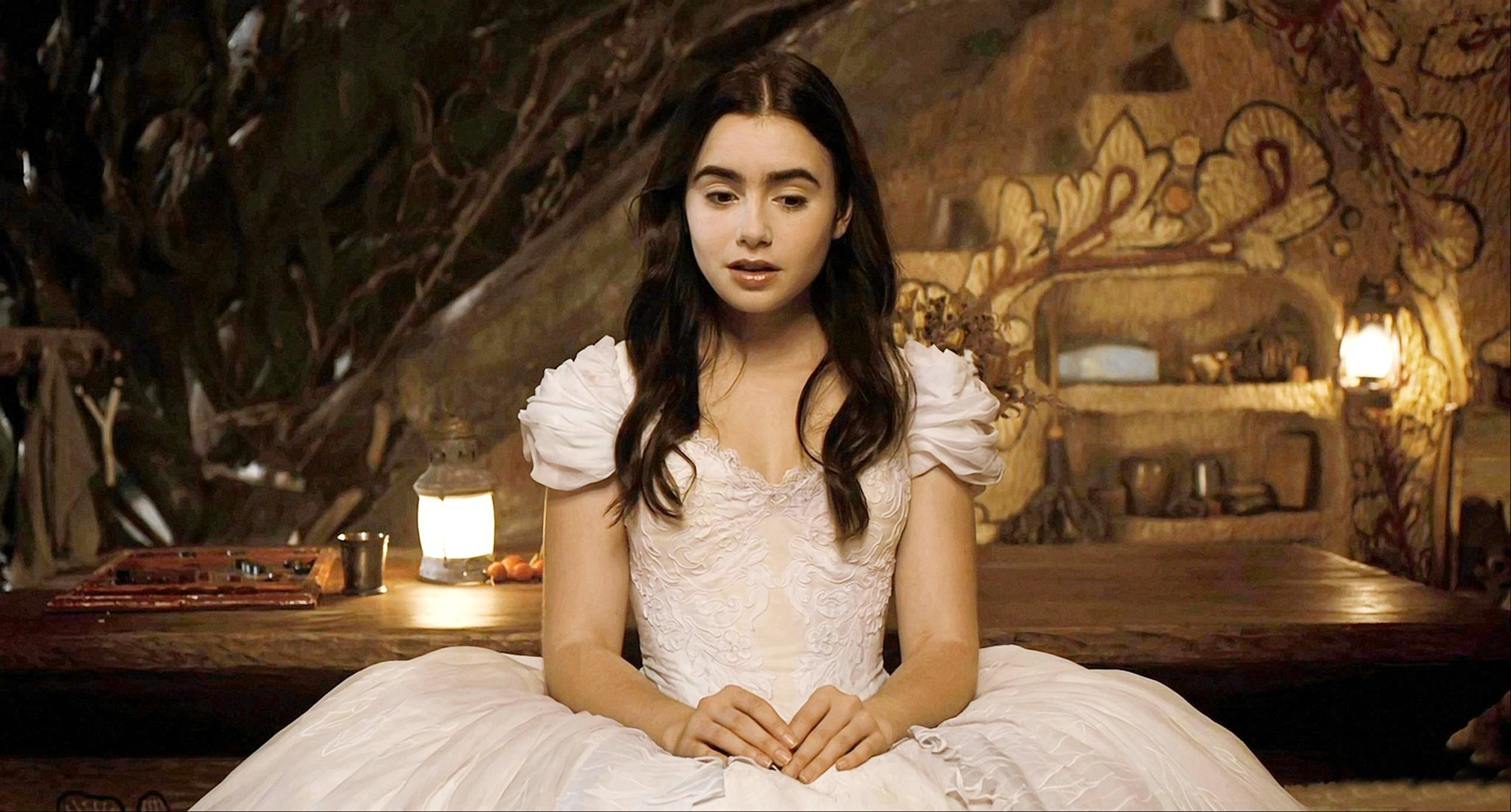Lily collins thought she fell victim to prank when offered for Blanche neige miroir miroir film