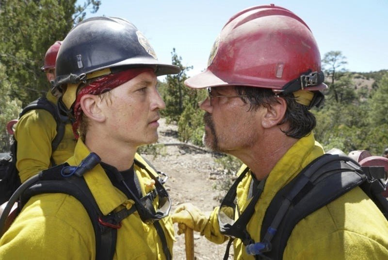 Miles Teller stars as Brendan McDonough and Josh Brolin stars as Eric Marsh in Sony Pictures' Only the Brave (2017)