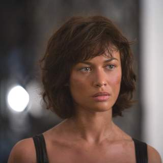 Camille (OLGA KURYLENKO) returns to the Grand Hotel Bolivia after her ordeal at the hands of Greene. Location: Casco Viejo, Panama City, Panama. Photo by: Karen Ballard.