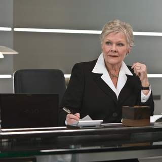 M (JUDI DENCH) at the Mi6 Head Quarters in London. Location: Pinewood Studios, Buckinghamshire, UK. Photo by: Karen Ballard.