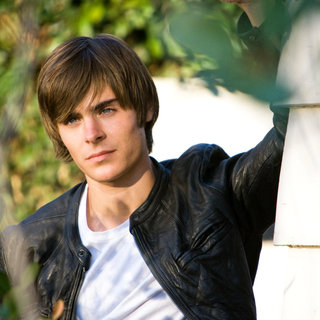 Zac Efron stars as Mike O' Donnell at 17 in New Line Cinema's 17 Again (2009) - 17_again11