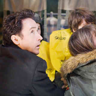 John Cusack stars as Jackson Curtis and Amanda Peet stars as Kate in Columbia Pictures' 2012 (2009) - 2012_2009_28