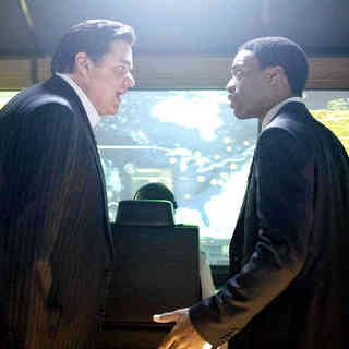 Oliver Platt stars as Carl Anheuser and Chiwetel Ejiofor stars as Adrian Helmsley in Columbia Pictures' 2012 (2009) - 2012_2009_32