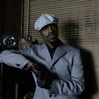 Andre Benjamin as Avi in Samuel Goldwyn Films' Revolver (2007)