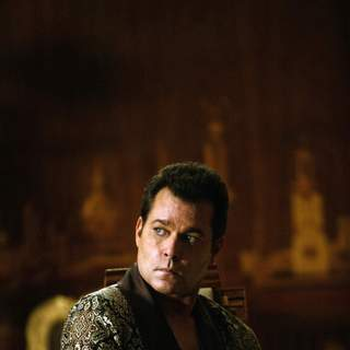 Ray Liotta as Macha in Samuel Goldwyn Films' Revolver (2007) - Revolver4