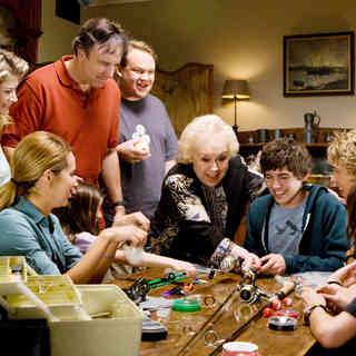 Gillian Vigman, Ashley Tisdale, Ashley Boettcher, Kevin Nealon, Andy Richter, Doris Roberts, Carter Jenkins, Austin Butler, Regan Young and Henri Young in The 20th Century Fox's Aliens in the Attic (2009) - aliens_in_the_attic30