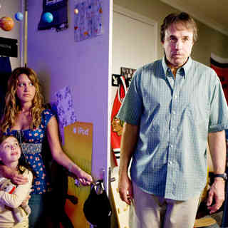 Ashley Boettcher, Ashley Tisdale and Kevin Nealon in The 20th Century Fox's Aliens in the Attic (2009) - aliens_in_the_attic31