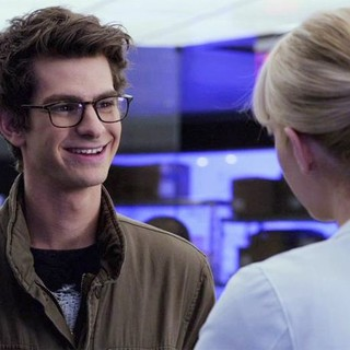 Andrew Garfield stars as Peter Parker/Spider-Man and Emma Stone stars as Gwen Stacy in Columbia Pictures' The Amazing Spider-Man (2012) - amazing-spider-man-columbia05