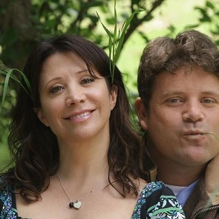 Cheri Oteri stars as Dee and Sean Astin stars as Dusty in Kinobild Releasing' And They're Off... (2011) - and-they-re-off01