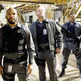 Matt Dillon, Amaury Nolasco, Jean Reno, Laurence Fishburne and Skeet Ulrich in Screen Gems' Armored (2009) - armored21