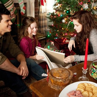 Twilight Saga's Breaking Dawn Part II, The - Taylor Lautner, Mackenzie Foy and Kristen Stewart in Summit Entertainment's The Twilight Saga's Breaking Dawn Part II (2012)
