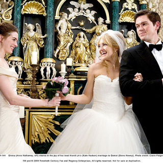 Anne Hathaway, Kate Hudson and Steve Howey in Fox 2000 Pictures' Bride Wars (2009). Photo credit by Claire Folger.