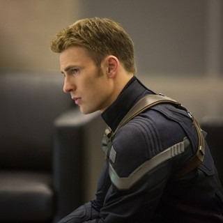 Chris Evans stars as Steve Rogers/Captain America in Walt Disney Pictures' Captain America: The Winter Soldier (2014) - ca-the-winter-soldier-image05