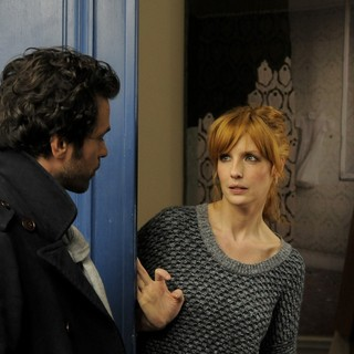 Romain Duris stars as Xavier Rousseau and Kelly Reilly stars as Wendy in Cohen Media Group's Chinese Puzzle (2014)