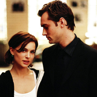 Jude Law and Natalie Portman in Columbia Pictures' Closer (2004)
