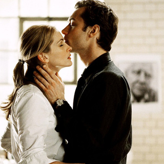 Julia Roberts and Jude Law in Columbia Pictures' Closer (2004)