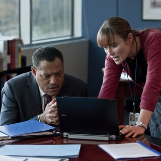 Laurence Fishburne stars as Dr. Ellis Cheever and Jennifer Ehle stars as Dr. Ally Hextall in Warner Bros. Pictures' Contagion (2011) - contagion-warner03