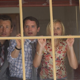 Leigh Whannell, Elijah Wood and Alison Pill in Lionsgate Films' Cooties (2015) - cooties06