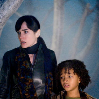Jennifer Connelly stars as Helen and Jaden Smith stars as Jacob in The 20th Century Fox's The Day the Earth Stood Still (2008) - day_the_earth_stood_still12