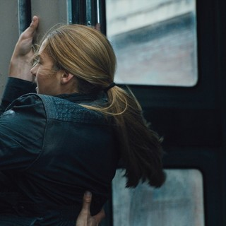 Theo James stars as Four and Shailene Woodley stars as Beatrice Prior/Tris in Summit Entertainment's Divergent (2014)