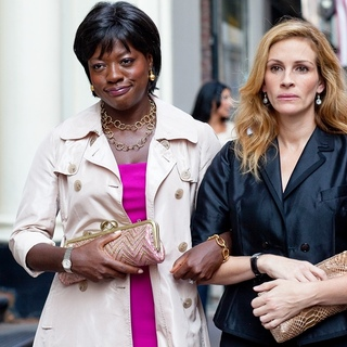 Viola Davis stars as Delia and  Julia Roberts stars as Elizabeth Gilbert in Columbia Pictures' Eat, Pray, Love (2010) - eat_pray_love24