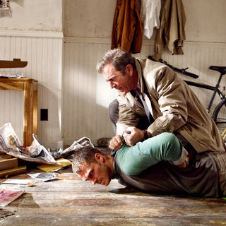 Edge of Darkness Picture 19