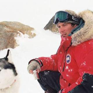 Paul Walker as Jerry Shepard in Walt Disney Pictures' Eight Below (2006) - eight_below02