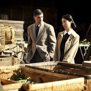 Matthew Fox stars as General Bonner Fellers and Eriko Hatsune stars as Aya Shimada in Roadside Attractions' Emperor (2013)