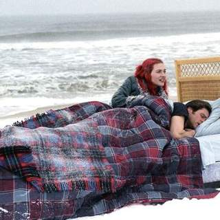 Jim Carrey and Kate Winslet in Focus Features' Eternal Sunshine of the Spotless Mind (2004) - esosm_15