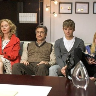 Hope Davis, Dermot Mulroney, Max Thieriot and Brittany Robertson in Entertainment One's The Family Tree (2011) - family-tree02