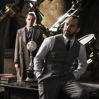 Jude Law stars as Albus Dumbledore in Warner Bros. Pictures' Fantastic Beasts: The Crimes of Grindelwald (2018)
