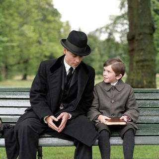 Johnny Depp and Freddie Highmore in Miramax Films' Finding Neverland (2004) - finding_neverland_01