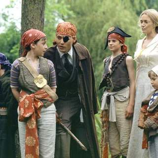 Johnny Depp, Joe Prospero, Nick Roud, Freddie Highmore, Luke Spill and Kate Winslet in Miramax Films' Finding Neverland (2004) - finding_neverland_06