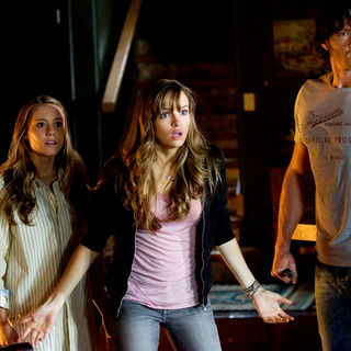 Julianna Guill, Danielle Panabaker and Jared Padalecki in Paramount Pictures' Friday the 13th (2009) - friday_the13th17