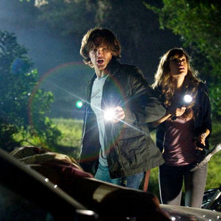 Jared Padalecki stars as Clay and Danielle Panabaker stars as Jenna in Paramount Pictures' Friday the 13th (2009) - friday_the13th28