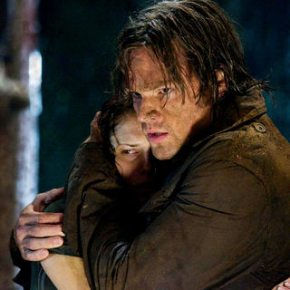 Amanda Righetti stars as Whitney and Jared Padalecki stars as Clay in Paramount Pictures' Friday the 13th (2009) - friday_the13th31