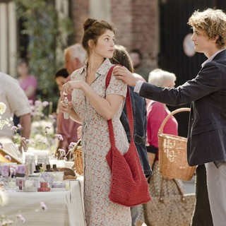 Gemma Arterton stars as Gemma Bovery and Niels Schneider stars as Herve in Music Box Films' Gemma Bovery (2015) - gemma-bovery10