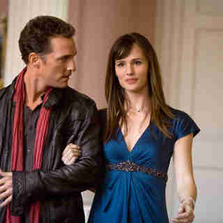 Matthew McConaughey stars as Connor and Jennifer Garner stars as Jenny in New Line Cinema's Ghosts of Girlfriends Past (2009). Photo credit by Ron Batzdorff.