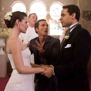Jennifer Garner, Matthew McConaughey and Daniel Sunjata in New Line Cinema's Ghosts of Girlfriends Past (2009). Photo credit by Ron Batzdorff. - ghosts_of_girlfriends_past03