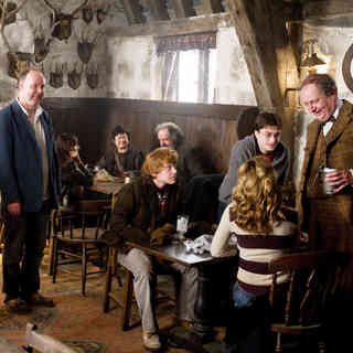 Harry Potter and the Half-Blood Prince - Rupert Grint, Emma Watson, Daniel Radcliffe and Jim Broadbent in Warner Bros' Harry Potter and the Half-Blood Prince (2009)
